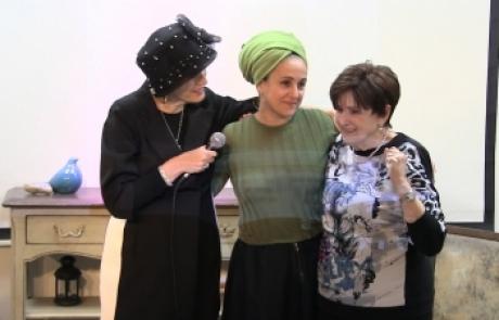 נר זיכרון ליום השואה והגבורה | נפגשים בסלון של אשירה – סיפורה של ניצולת השואה חיה שנור