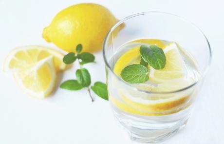 איך לשתות ולהישאר רזות ובריאות | חדוה שטרנברג