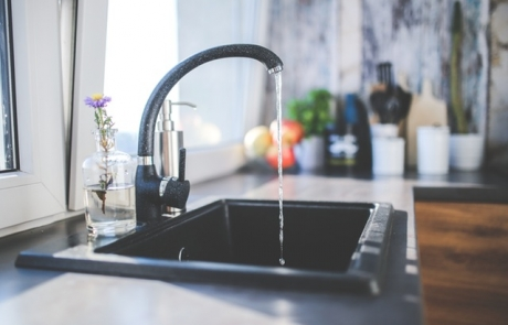 איך לסדר ערימה סוררת של כלים בכיור?! | שבות שופט